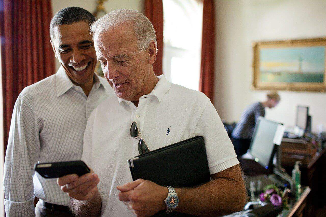 """ג'ו ביידן, נשיא ארה""""ב וברק אובמה נשיא ארה""""ב לשעבר"""