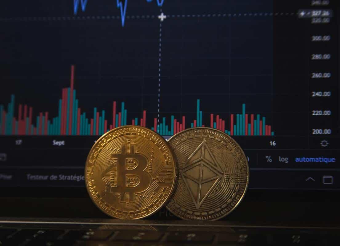 מאז הציוץ של מאסק, הם יורדים. ביטקוין ואיתריום צילום: Bitcoin BD