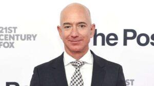 """עשה את המיליון הראשון בגיל 33.ג'ף בזוס, מנכ""""ל אמזון"""