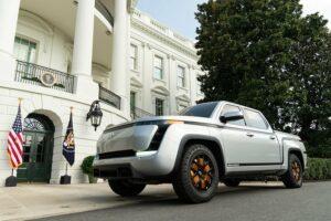 רכב הדגל של לורדסטאון מוטורס על המדשאה בבית הלבן. צילום: Official White House Photo by Shealah Craighead