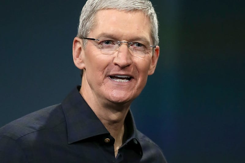 """טים קוק מנכ""""ל אפל., נכנס לנעליים הגדולות של סטיב ג'ובס לאחר מותו."""